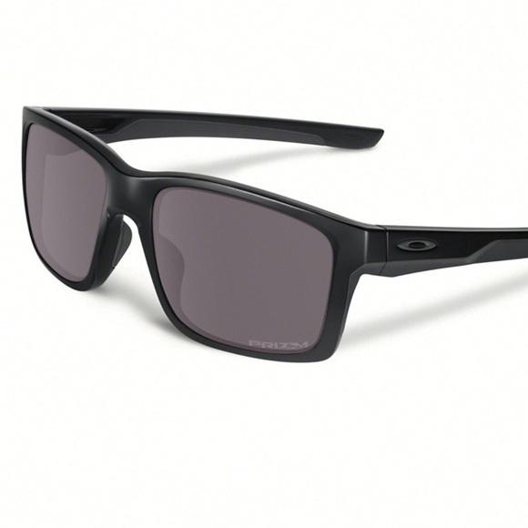 9b5022cc57 Men s Oakley Sunglasses. M 5a8b676705f4309b6c6e332e